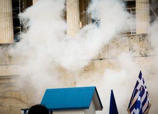 Σύνταγμα: Ένταση και χημικά στο συλλαλητήριο για τη Μακεδονία