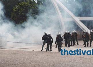 Θεσσαλονίκη: Πετροπόλεμος και χημικά έξω από την εκδήλωση του ΣΥΡΙΖΑ