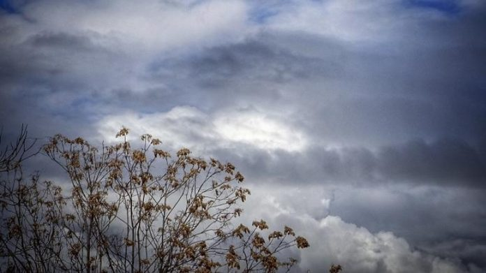 Καιρός: Συννεφιά και πτώση της θερμοκρασίας σήμερα Τρίτη