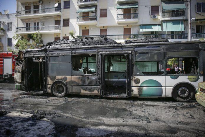 Φωτιά σε λεωφορείο του ΟΑΣΑ στα Κάτω Πατήσια