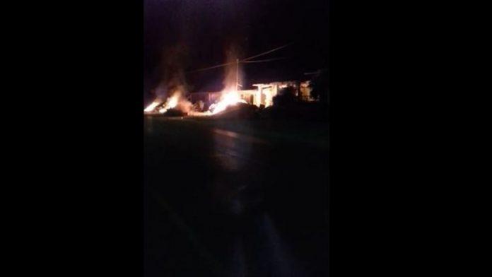 Κεφαλονιά: Μεγάλη φωτιά με ανέμους 9 μποφόρ - Προς εκκένωση το χωριό Ζόλα