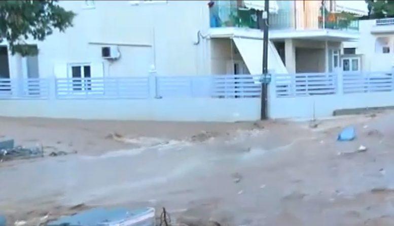 Μάνδρα: Ποτάμια και πάλι οι δρόμοι της μετά την βροχόπτωση