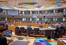 """Eurogroup: """"Σκληρό παζάρι"""" για το χρέος"""
