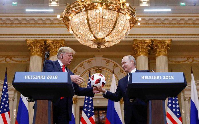 Ρεπουμπλικάνος γερουσιαστής εναντίον Τραμπ - «Επαίσχυντες» οι δηλώσεις του δίπλα στον Πούτιν