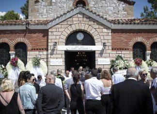 Θρήνος στο τελευταίο αντίο στο Μάνο Αντώναρο