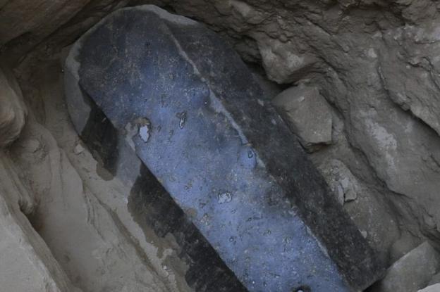 ΑΙΓΥΠΤΟΣ: Σε δυο άντρες και μια γυναίκα ανήκουν οι σκελετοί της γρανιτένιας σαρκοφάγου στην Αλεξάνδρεια