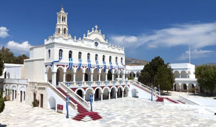 Τήνος: Η Παναγία εμφανίστηκε στον ναό της και γιάτρεψε μία ψυχασθενή!