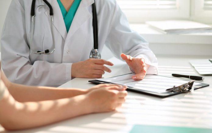 Ξεκινούν τεστ κατ' οίκον από 500 Κινητές Ομάδες Υγείας