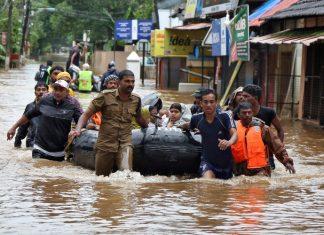 ΙΝΔΙΑ: Ξεπέρασαν τους 400 οι νεκροί από τις φονικές πλημμύρες