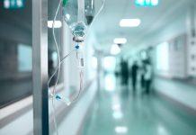 Συγκίνηση για τον 19χρονο που πέρασε στην Ιατρική την ώρα που δίνει μάχη με τη λευχαιμία