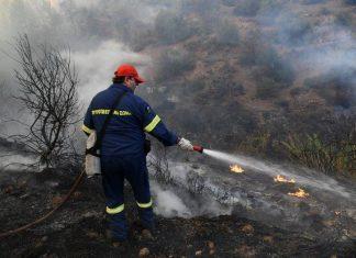 Σε εξέλιξη πυρκαγιά στη Σίνδο