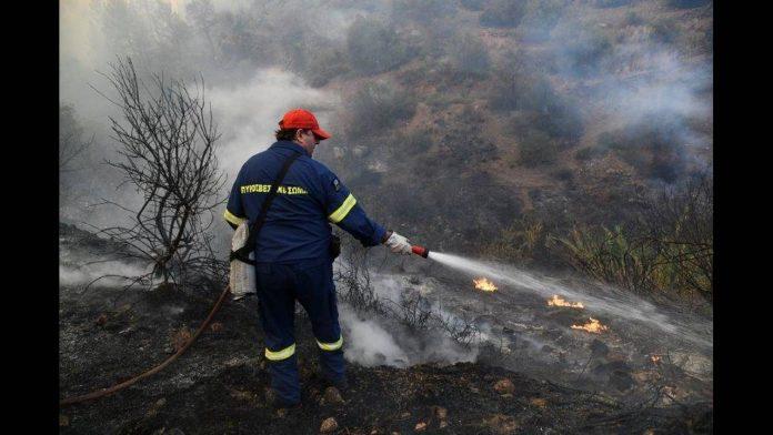 Εύβοια: Μαίνεται εκτός ελέγχου η φωτιά