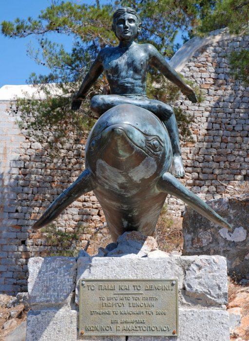ΙΣΤΟΡΙΕΣ: Η Σοφία Λόρεν στην Ύδρα, για «το παιδί και το δελφίνι»