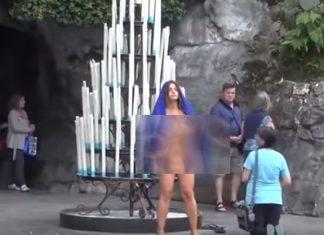 ΓΑΛΛΙΑ: Πόζαρε γυμνή έξω από το ναό της Παναγίας