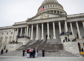 ΗΠΑ: Οι Αμερικανοί αποχαιρετούν τον γερουσιαστή Τζον Μακέιν