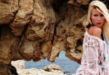 Ασημίνα Ιγγλέζου: Στη ντουζιέρα με ανύπαρκτο μαγιό