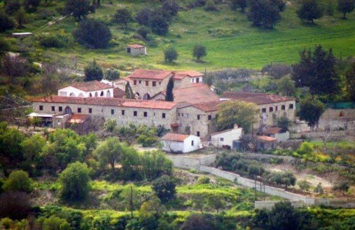 Χίος: Ιερείς έκλεψαν λείψανο παιδιού της εποχής της Σφαγής της Χίου το 1822 από τη μονή του Αγίου Μηνά