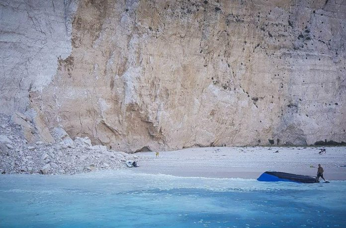 Ζάκυνθος: Άνοιξε η παραλία του Ναυαγίου