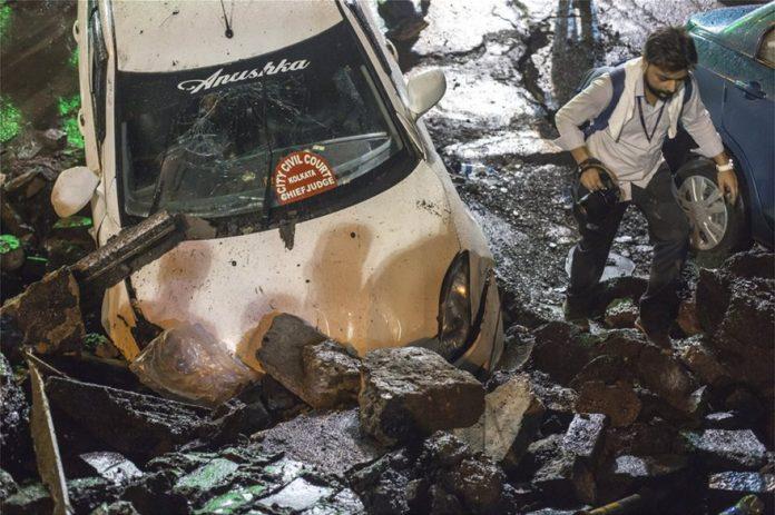 ΙΝΔΙΑ: ΣΟΚ από κατάρρευση γέφυρας - Τουλάχιστον πέντε νεκροί και δεκάδες τραυματίες