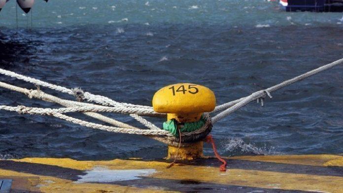 Έχασε τη ζωή του 45χρονος οδηγός μέσα σε πλοίο στο λιμάνι της Σούδας