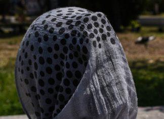 Επιτέθηκαν σε 9χρονο κοριτσάκι επειδή φορούσε μαντήλι στο κεφάλι