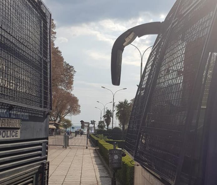 Θεσσαλονίκη: Τα μπλόκα της αστυνομίας για να μην πλησιάσουν στο Βελλίδειο