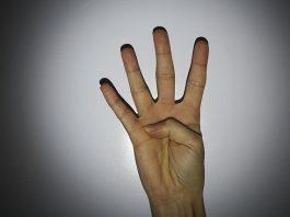 ΑΠΟΨΗ: Πάνος Καμμένος - Πόσα δάχτυλα βλέπεις;