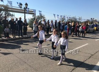 Στυλίδα: Συγκίνησε η παρέλαση της τυφλής μαθήτριας
