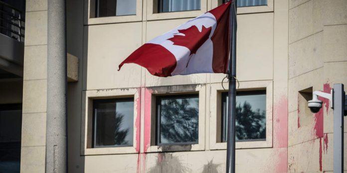 Βίντεο-ντοκουμέντο από την επίθεση του Ρουβίκωνα στην πρεσβεία του Καναδά
