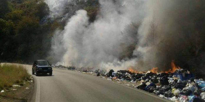 Κέρκυρα: Χάος εξαιτίας της φωτιάς στα σκουπίδια του νησιού