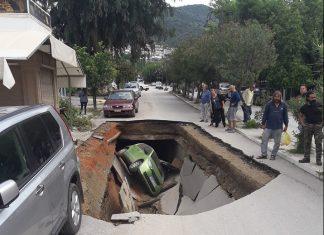 Εύβοια: Δρόμος «ρούφηξε» αυτοκίνητο στα Λουτρά Αιδηψού