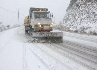 Λάρισα: Απαγορεύτηκε η κυκλοφορία βαρέων οχημάτων λόγω χιονιά