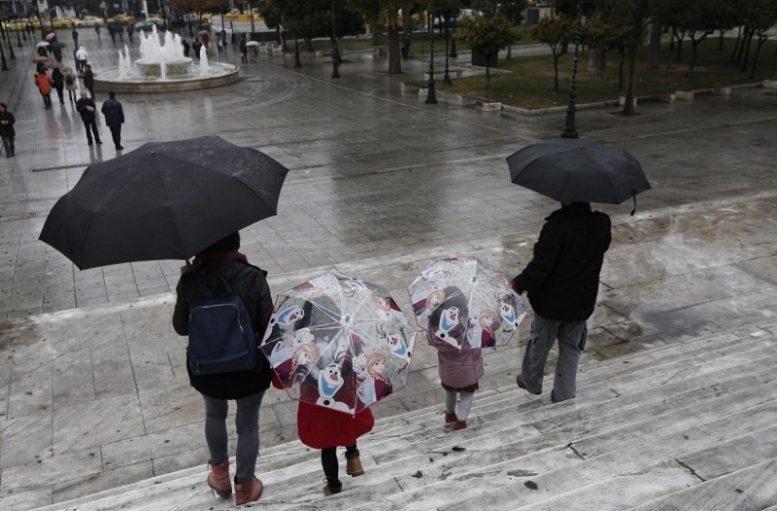 Καιρός: Νέα επιδείνωση από την Παρασκευή με χιόνια και βροχές