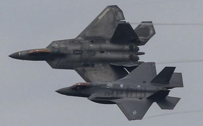 Μαχητικά stealth F-35 πάνω από την Αθήνα το απόγευμα