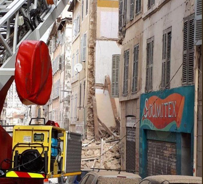ΜΑΣΣΑΛΙΑ: Τουλάχιστον 7 αγνοούμενοι μετά την κατάρρευση κτιρίων