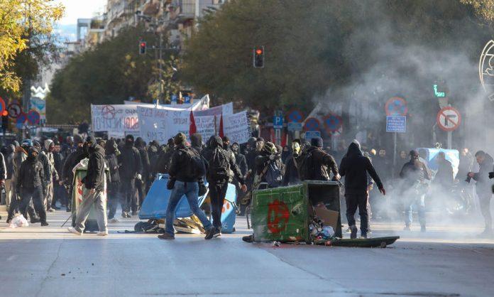 Θεσσαλονίκη: Ένταση και χημικά στο κέντρο την ώρα της ομιλίας Τσίπρα