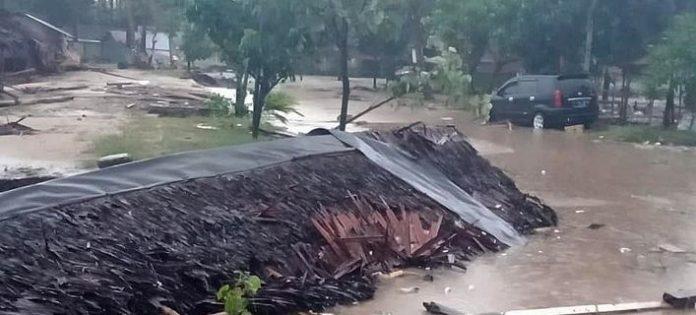 ΙΝΔΟΝΗΣΙΑ: Πάνω από 220 οι νεκροί από το τσουνάμι