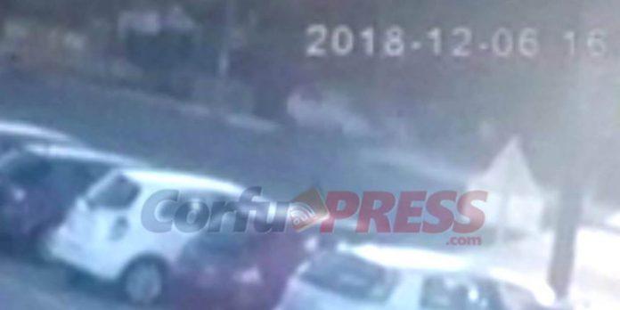 Κέρκυρα: Απίστευτο τροχαίο - Αυτοκίνητο αναποδογύρισε και προσγειώθηκε στο πεζοδρόμιο