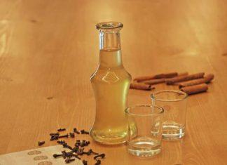 Ρακόμελο: Ανάμεσα στα 10 καλύτερα ποτά για τον χειμώνα, σύμφωνα με το Guardian
