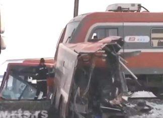ΣΕΡΒΙΑ - Τραγωδία: Πέντε νεκροί από σύγκρουση τραίνου με λεωφορείο