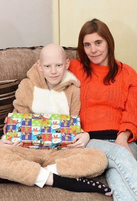 Νίκησε τον καρκίνο: Εννιάχρονος κάνει τον «γύρο του θριάμβου»