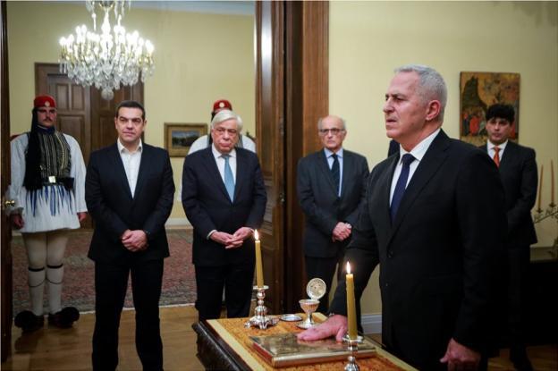 Ορκίστηκε ο νέος υπουργός Άμυνας, Ευάγγελος Αποστολάκης
