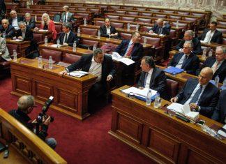 Βουλή: Στο «κόκκινο» η ένταση στην επιτροπή για τις Πρέσπες με φωνές και διακοπές