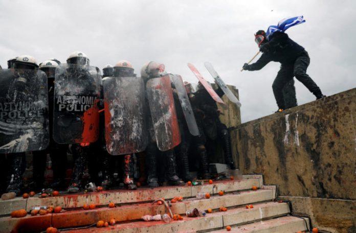 Δίωξη για κακουργηματικές πράξεις στους συλληφθέντες για τα χθεσινά επεισόδια