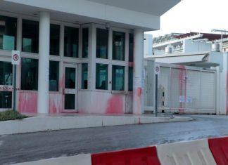 Επίθεση του Ρουβίκωνα με μπογιές στην πρεσβεία των ΗΠΑ – Δύο συλλήψεις