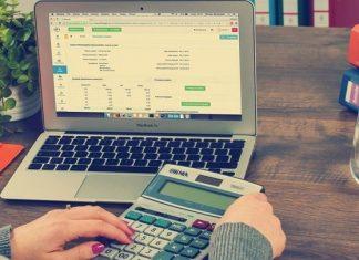 Η εφορία θα ελέγχει online τις συναλλαγές επιχειρήσεων και επαγγελματιών