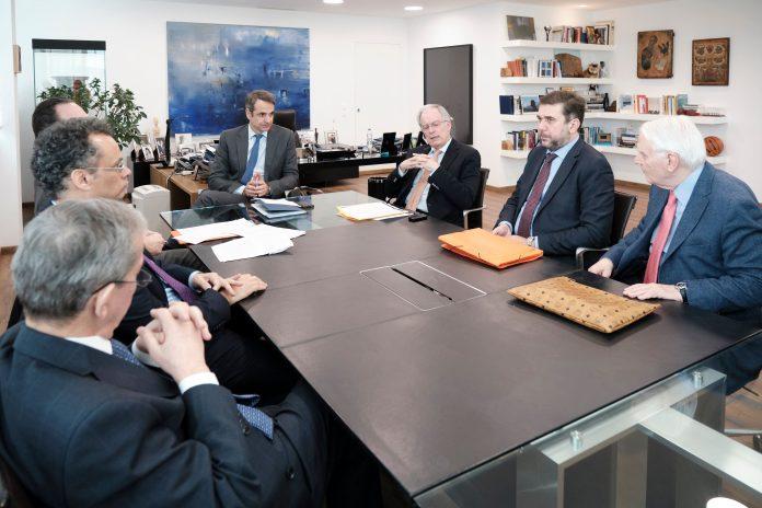 Συνάντηση Μητσοτάκη με 7 κορυφαίους Συνταγματολόγους