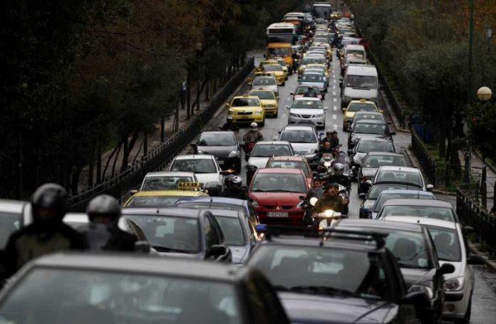 Μποτιλιάρισμα στην Εθνική Οδό Αθηνών - Λαμίας εξαιτίας τροχαίου