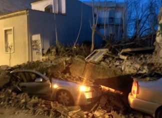 Γκάζι: Κατέρρευσε ένα σπίτι και καταπλάκωσε δύο αυτοκίνητα