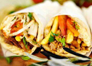 Ένας στους δύο καταναλωτές τρώει τυλιχτό σουβλάκι τουλάχιστον μία φορά την εβδομάδα